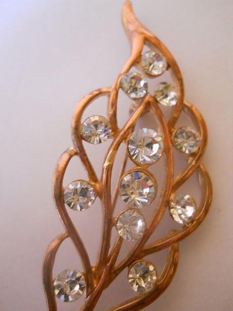 Brosa frunza cristale anii '40