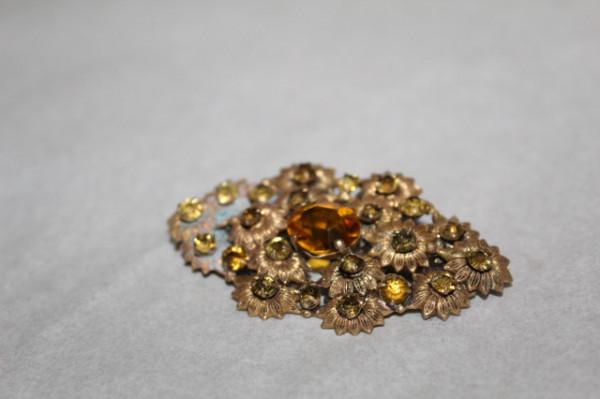 Broșă motive florale pietre galbene anii 20