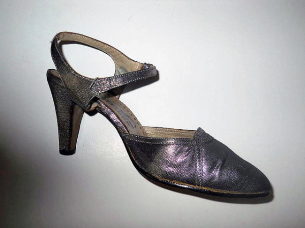 Pantofi argintii anii '60