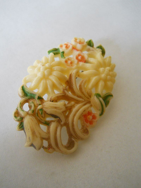 Brosa flori celuloid anii '20
