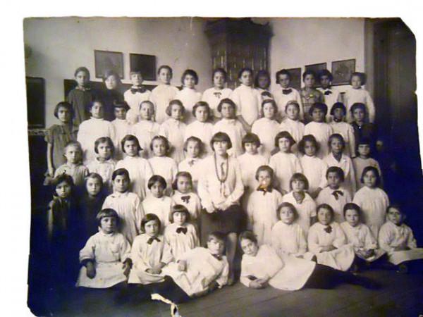 Fotografie grup de scolari anii '20