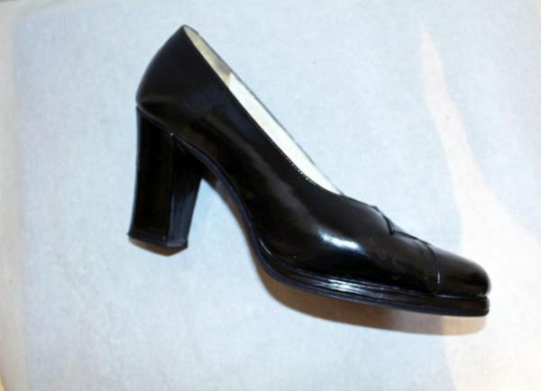 Pantofi din lac negru anii '60 - '70