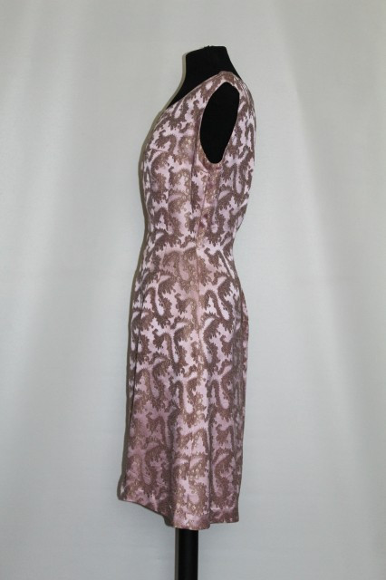 Rochie de ocazie din brocart roz anii '60
