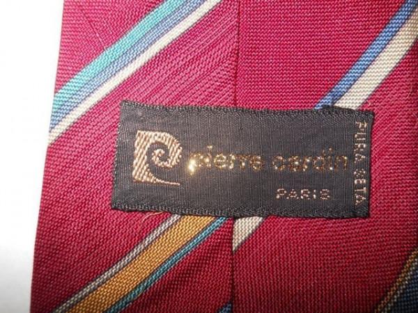 """Cravata vintage rosie cu dungi albastre """"Pierre Cardin"""" anii '60"""