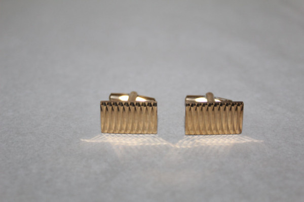 Butoni aurii model incizat anii 70
