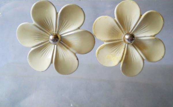 Cercei vintage floare crem anii '60