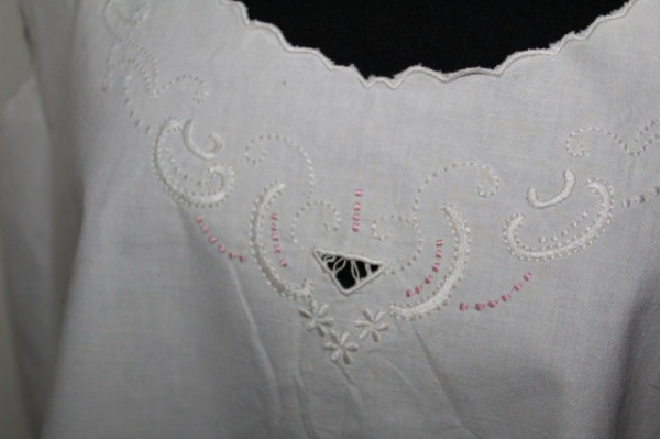 Chemise din in broderie roz perioada edwardiană cca. 1910