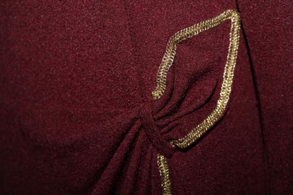 Rochie de ocazie vișinie ornamente aurii anii 70