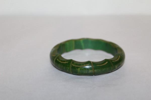 Bratara Art Deco sculptata din bahelita verde anii '40