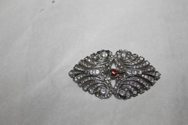 Broșă cristal central roșu anii 30