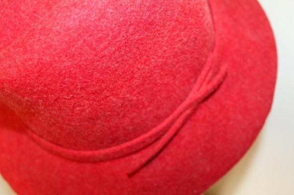 Palarie vintage din fetru rosu cireasa anii '70