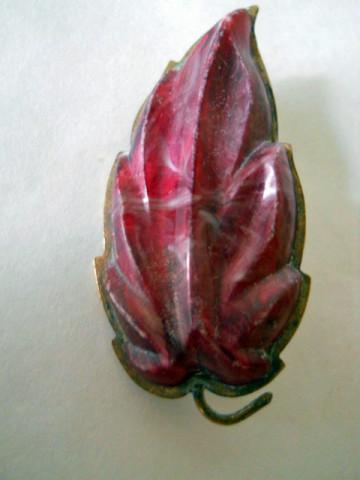 Brosa frunza rosie anii '40