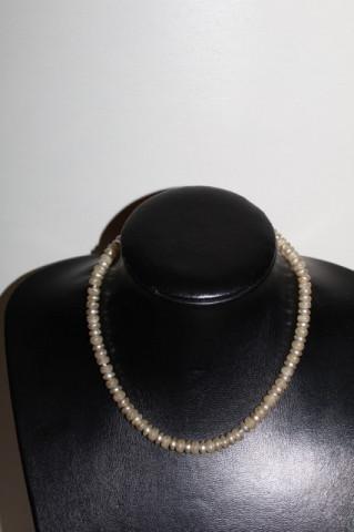 Colier din perle de sticlă anii 60