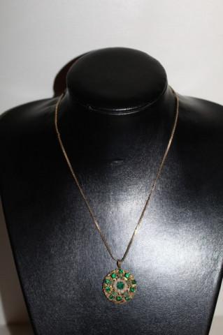 Pandantiv cu lănțișor cristale verzi anii 30