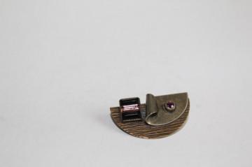Broșă modernistă cristale violet anii 40