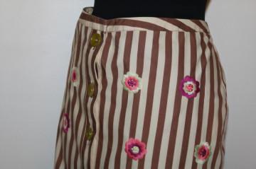 Fustă dungi și broderie florală repro anii 50