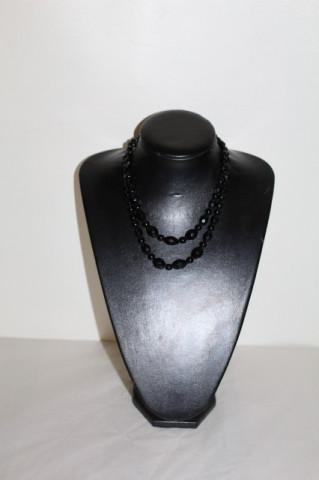 Margele din sticlă neagră anii 50