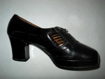 Pantofi negri anii '60