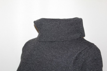 Pulover gri tutleneck anii '70