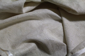 Rochie vintage îmbrăcată în tuille anii 50
