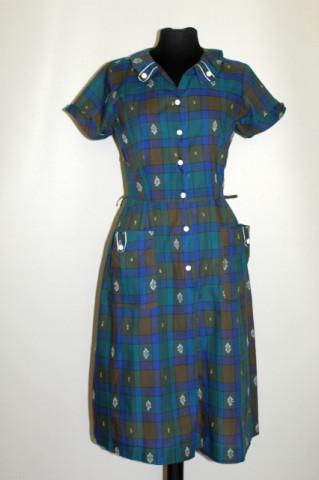 Rochie cu patratele brodate anii '40