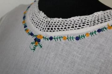 Bluză din pânză topită flori brodate repro anii 70