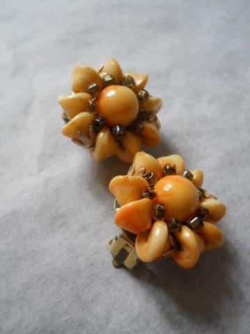 Cercei floare portocalie anii '50