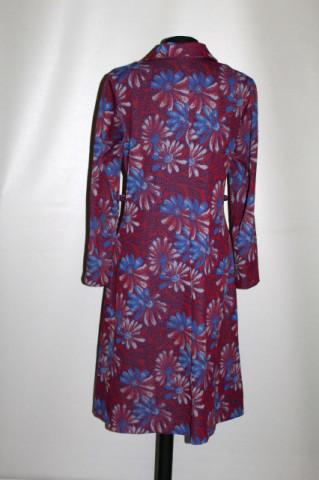 Rochie flori albastre pe fond roșu anii 70
