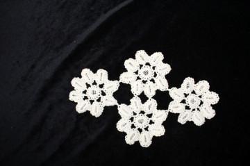 Crochet dantelă trei flori anii 60