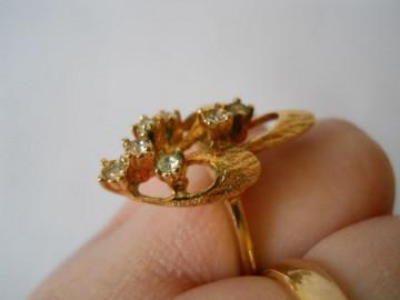 Inel vintage placat cu aur, cu cristale, anii '70