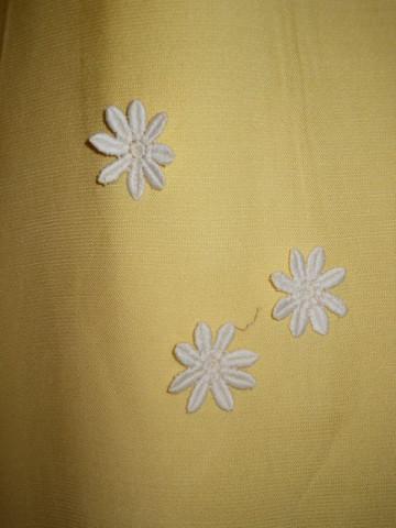 Rochie de seara cu dantela si flori aplicate galben marzipan  anii '60