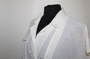 Bluză din pânză topită brodată anii 60