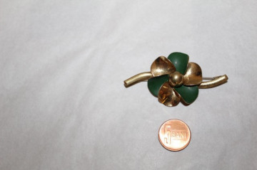 Brosa floare bicolora anii '40