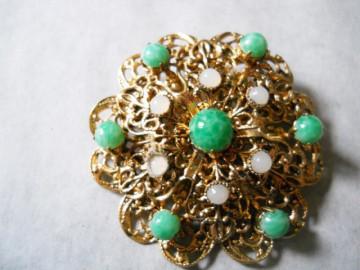 Brosa vintage filigran si ornamente de sticla anii '40