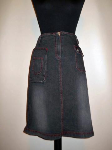 Fusta neagra din jeans cu cusaturi rosii anii '90