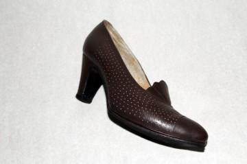 Pantofi vintage maro cu perforatii anii '70
