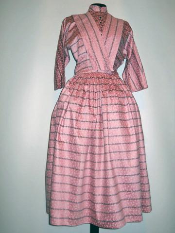 Rochie din moar roz orhidee anii '50