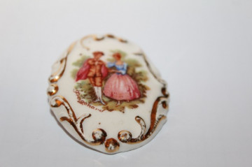 Broșă din porțelan pictat Fragonard anii 20