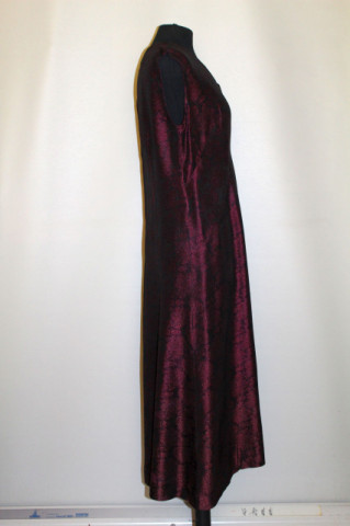 Rochie de ocazie din brocart vișiniu anii 60