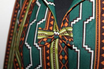 Rochie vintage print geometric pe fond verde anii 70