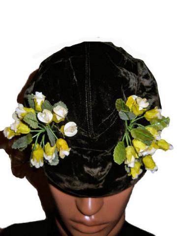 Toca rotunda vintage ornamentata cu flori mici anii '30