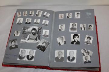 Album foto imbracat in catifea rosie