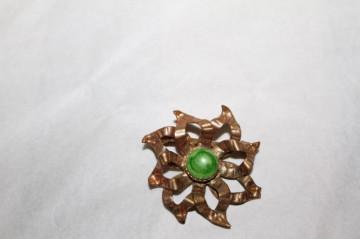 Broșă floare piatră verde anii 50 - 60