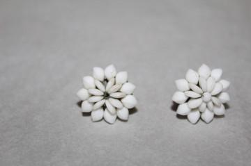 Cercei floare porțelan alb anii 30