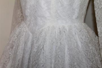 Rochie vintage clos din dantelă albă anii 50