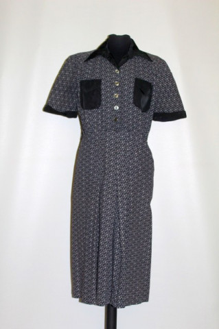 Rochie vintage floricele pe fond negru anii 40