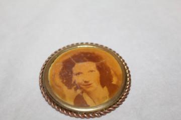 Brosa de doliu portret prioada edwardiana cca. 1910 - 1918.