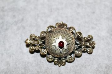 Brosa antique sticla rosie perioada georgiana cca. 1800 - 1820