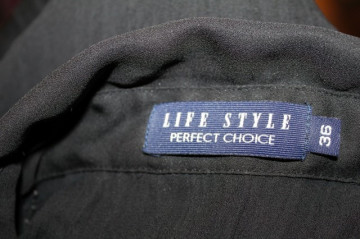 Camasa neagra plisata anii '90