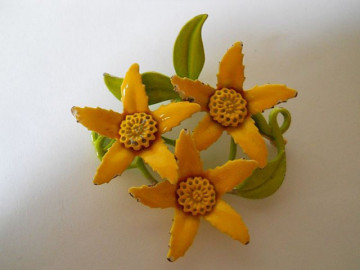 Brosa vintage flori galbene anii '60